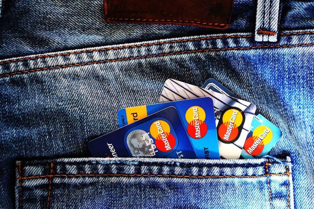 社会人や主婦でもオススメな万能クレジットカード