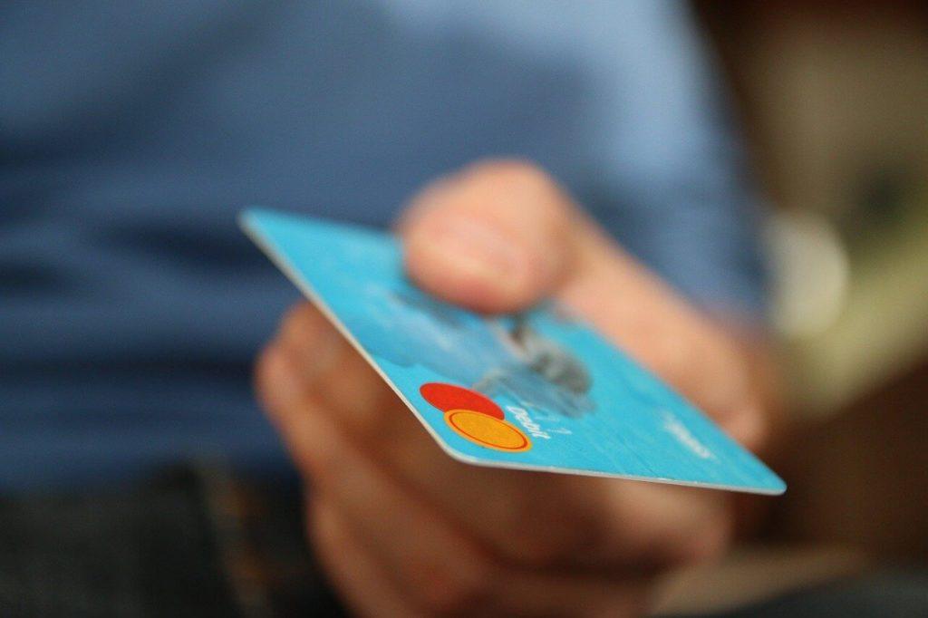 固定費をクレジットカードで支払えばもっと節約になる
